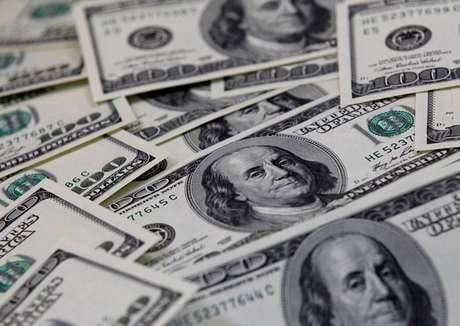 Notas de cem dólares 07/02/2011 REUTERS/Lee Jae-Won