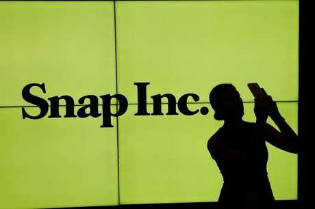Logo da Snap em telão na bolsa de valores de Nova York, EUA  02/03/2017 REUTERS/Lucas Jackson