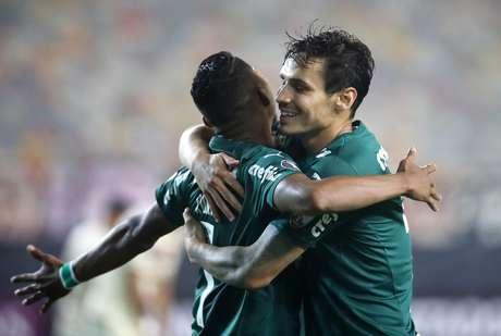 Raphael Veiga do Palmeiras comemora o segundo gol