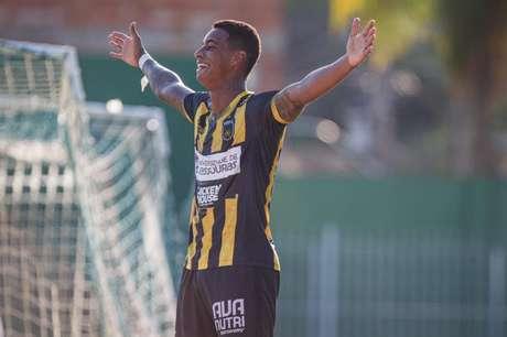Alef Manga comemora gol pelo Volta Redonda (FOTO: ANDRÉ MOREIRA/VRFC)