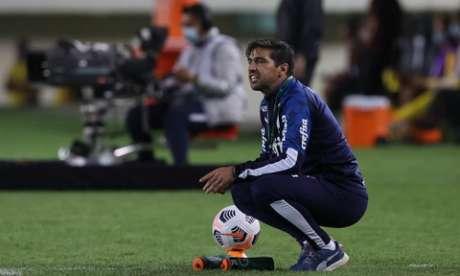 Abel Ferreira durante partida contra o Universitário-PER pela Libertadores 2021 (Foto: Cesar Greco/Palmeiras)