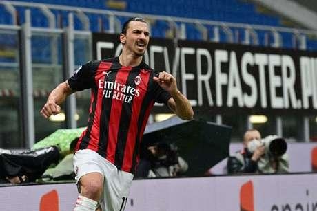 Atacante assinou por mais uma temporada com o Milan (Foto: MIGUEL MEDINA / AFP)