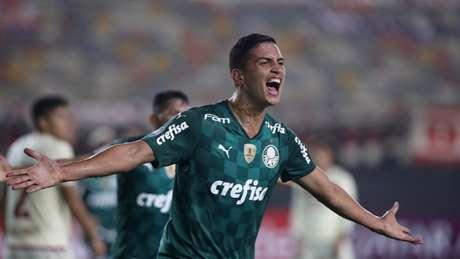 Renan marcou o gol da vitória Alviverde nos acréscimos (Foto: Raul SIFUENTES / POOL / AFP)