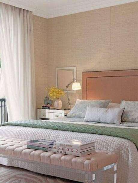 51. Papel de parede para quarto feminino decorado em cores neutras – Foto: Simples Decoração