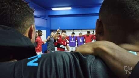 Diego puxou o coro no vestiário (Foto: Reprodução/Fla TV)