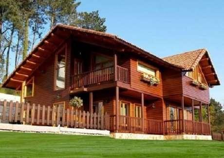 64. Casa de fazenda com estrutura de madeira e floreiras. Fonte: Pinterest