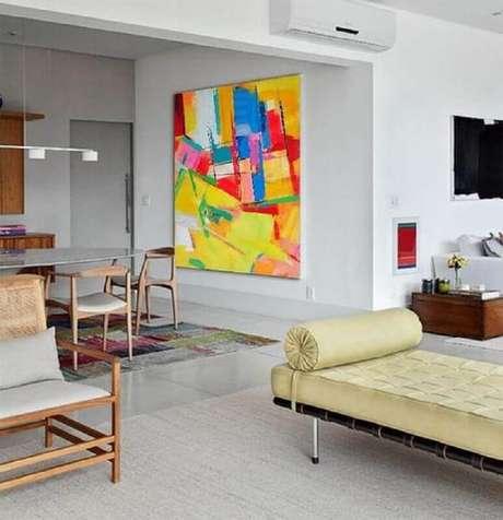 16. Decoração com quadro grande para sala de jantar integrada com sala de estar – Foto: CZ Art Design