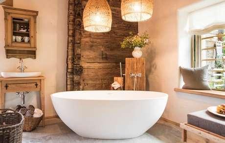 62. Banheiro rústico traz aconchego a todos que utilizam o espaço. Fonte: Decor Fácil