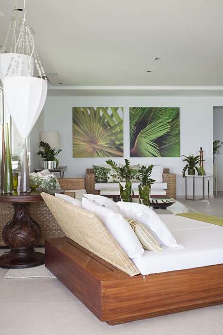 56. Quadros decorativos grandes para sala branca decorada com sofá de vime – Foto: Korman Arquitetos