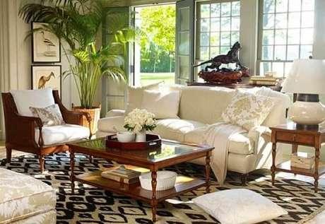 51. Sala de fazenda decorada com objetos clássicos e muita sofisticação.