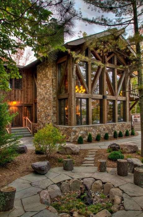 95. Casa da Fazenda com revestimento de pedra e madeira – Foto Mon Jardin Ma Maison