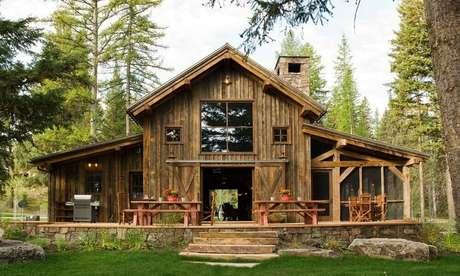 36. Modelo de casa de fazenda rústica.