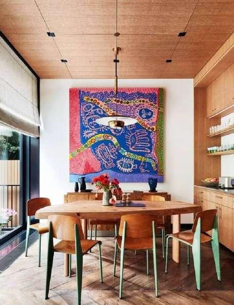 58. Quadro grande para sala de jantar decorada com móveis de madeira – Foto: Pires e Medeiros Arquitetura