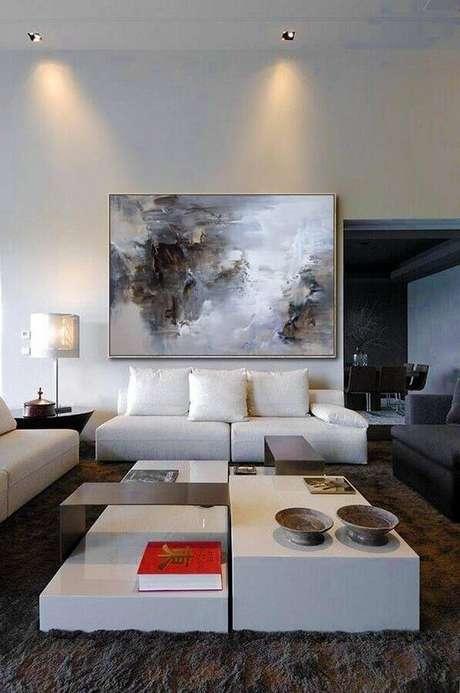 6. Decoração moderna com quadro grande para sala branca – Foto: Pinterest