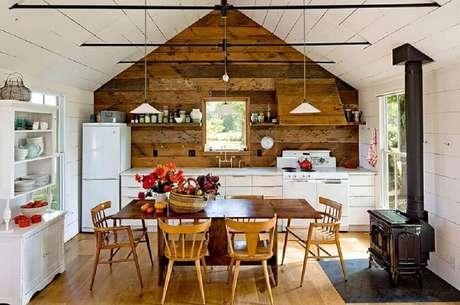 49. Cozinha de fazenda linda e rústica.