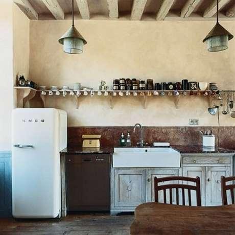 30. Decoração de cozinha simples e rústica para fazenda