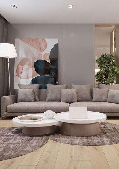3. Decoração de sala cinza moderna com quadro grande – Foto: Home Fashion Trend