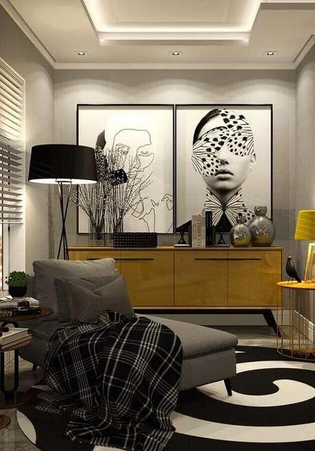 49. Quadros decorativos grandes para sala cinza decorada com buffet amarelo – Foto: Architecture Art Designs