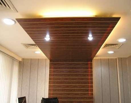 15. Forro de PVC na madeira do painel; veja como colocar forro de PVC!