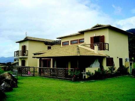 13. Casa de fazenda com varanda coberta