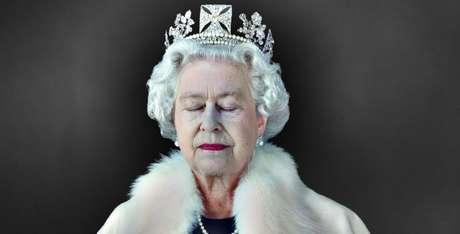 Legenda: Uma rainha exausta: este retrato incomum de Elizabeth II foi tirado pelo fotógrafo Chris Levine