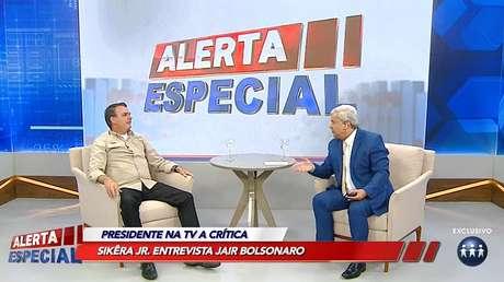 Bolsonaro abriu espaço na agenda em Manaus para participar da atração de Sikêra Jr., defensor do bolsonarismo