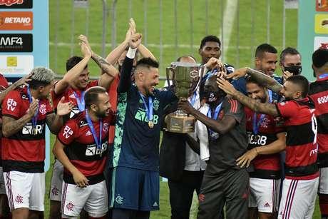 Foi bastante discreta a comemoração dos jogadores do Flamengo, após conquista da Taça Guanabara, nesse sábado (24)