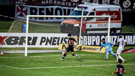 'Está com uma média de gols muito boa na temporada, e a tendência é que a gente propicie isso a ele em todos os jogos', diz Marcelo Cabo sobre Cano (Foto: Thiago Mendes/W9 Press/LancePress!)