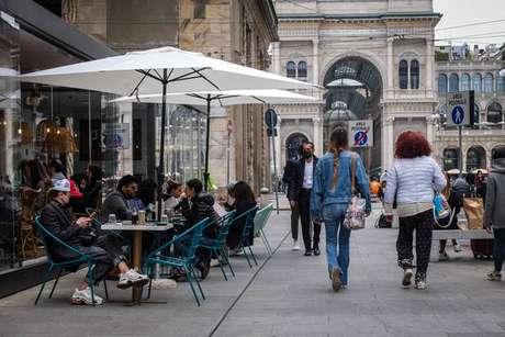 Restaurantes de 14 das 20 regiões da Itália já podem receber clientes em mesas ao ar livre