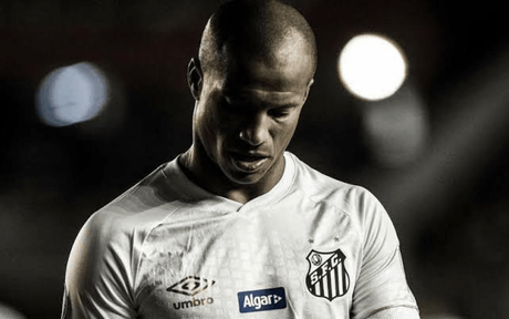 Carlos Sánchez ainda se recupera de uma cirurgia no joelho(Foto: Ivan Storti/SantosFC)