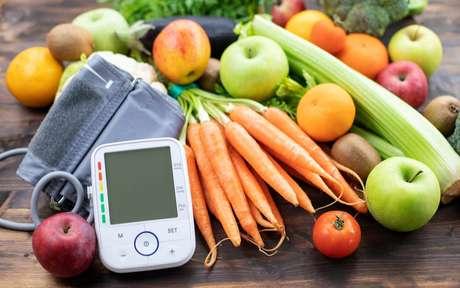 Hipertensão: veja quais alimentos agravam e quais ajudam no controle