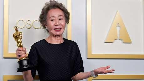 Youn Yuh-jung, de 73 anos, foi a primeira atriz coreana a ganhar um Oscar