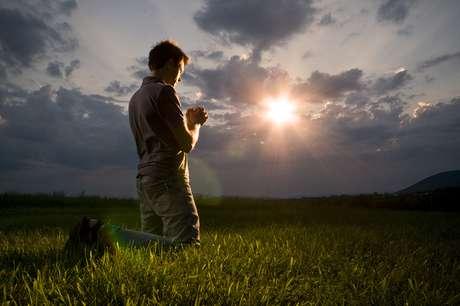 Faça a oração para desatar os nós dos seus negócios