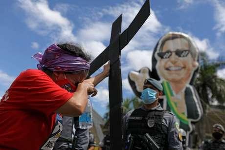 Protesto em Manaus contra atuação de Bolsonaro na pandemia - crise no Amazonas será investigada na CPI