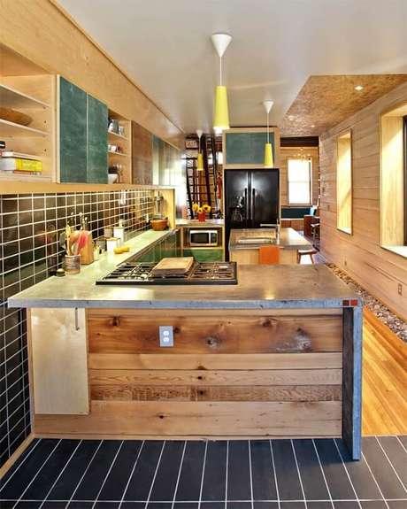 36. Cozinha compacta com bancada de cimento queimado. Fonte: Limaonagua