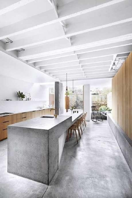 33. Cozinha clean com uma vasta bancada de cimento queimado. Fonte: Boca do Lobo