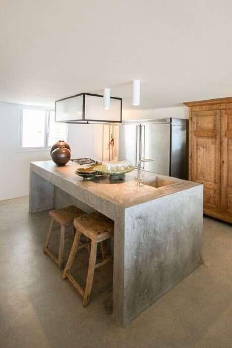 42. Limpe a bancada de cimento queimado apenas com água e sabão. Fonte: Kitchen Design & Remodeling Ideias