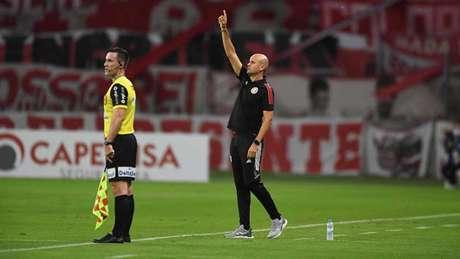 Miguel Ángel Ramírez estreou com derrota na Libertadores (Foto: Ricardo Duarte/Internacional)