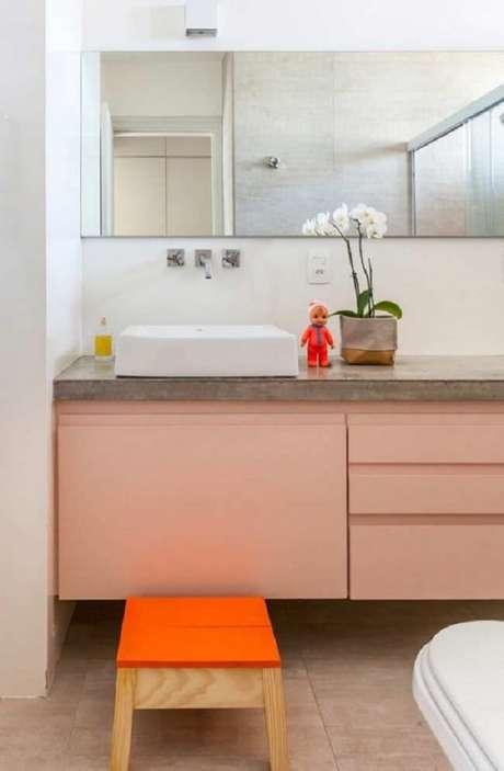 8. Aposte no cimento queimado para criar sua bancada de banheiro. Fonte: Pinterest