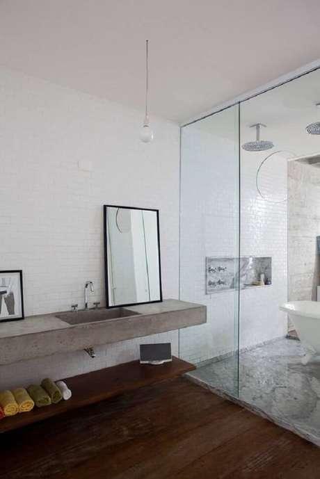 10. A bancada de banheiro de cimento queimado é uma alternativa para quem está construindo ou reformando. Fonte: Pinterest