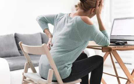 Dor nas costas cresce 41% com o maior tempo das pessoas em casa