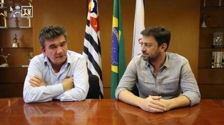 Andrés Sánchez passou o bastão para Duílio Monteiro Alves na presidência do Corinthians (Foto: Ag.Corinthians)