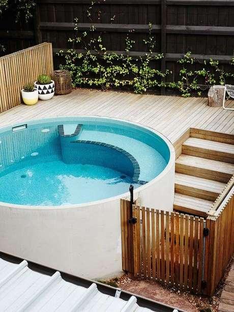 5. É difícil não se encantar pela piscina redonda elevada. Projeto Habitissimo