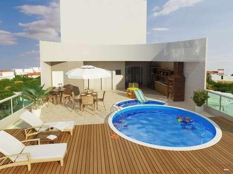 35. Casa com piscina redonda e deck de madeira. Fonte: Pinterest