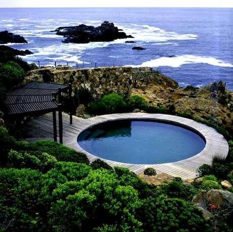 33. Casa de praia com piscina estrutura redonda. Fonte: Pinterest