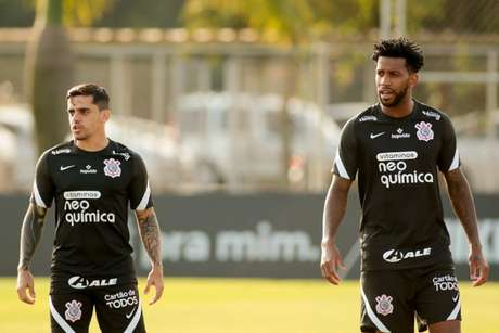 Fagner e Gil serão titulares do Corinthians contra o Peñarol nesta quinta-feira (Foto: Rodrigo Coca/Ag. Corinthians)
