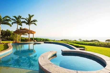 8. A piscina infantil redonda é elevada e se destaca no projeto. Fonte: Pinterest