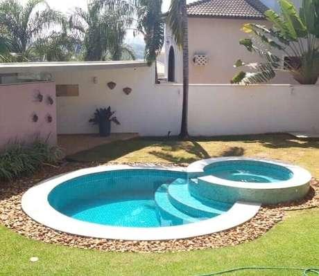 26. Modelo de piscina redonda com hidro. Fonte: Pinterest