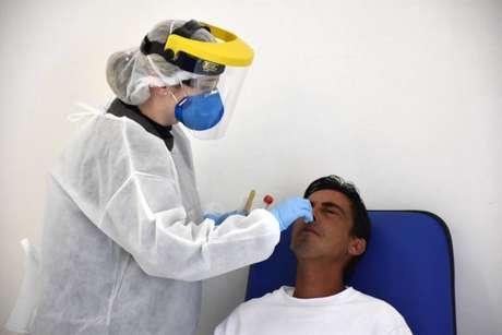 Aplicação de testes de covid-19 em Botucatu.