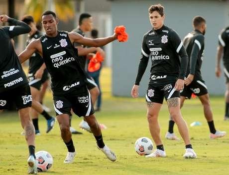 Mateus Vital participou do aquecimento no treino da última quarta-feira (Foto: Rodrigo Coca/Ag. Corinthians)